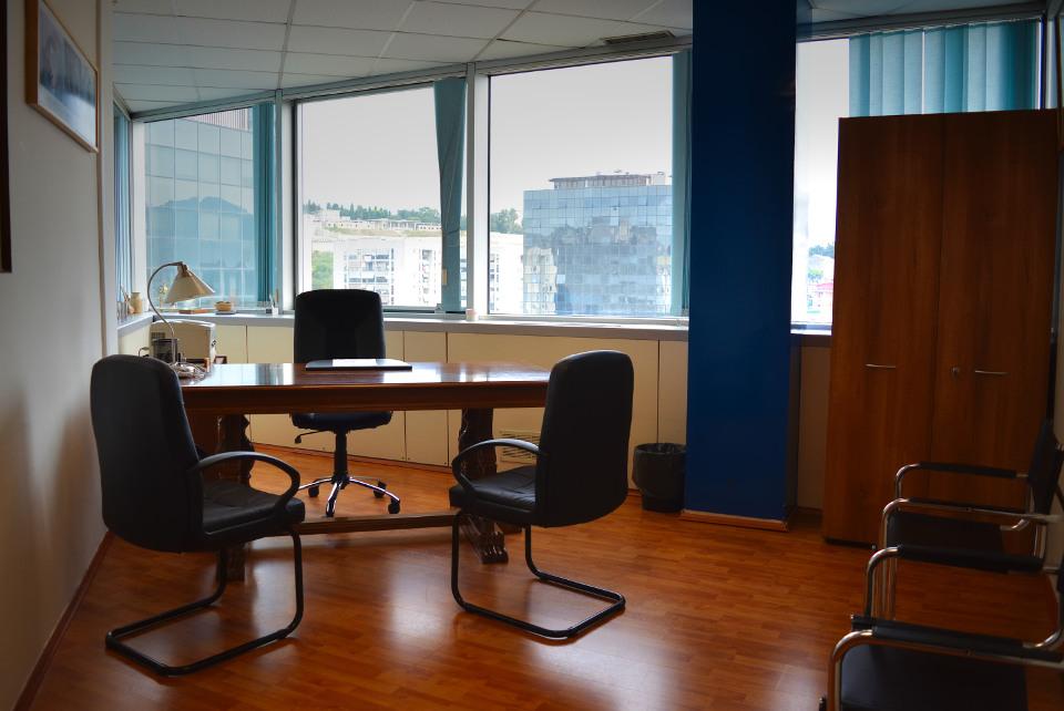 Napoli affitto ufficio arredato 2 postazioni uffici for Uffici arredati
