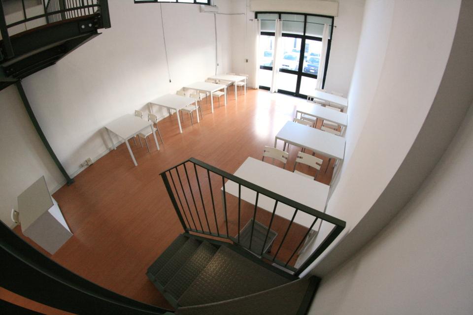 Coworking napoli mese uffici for Uffici arredati napoli