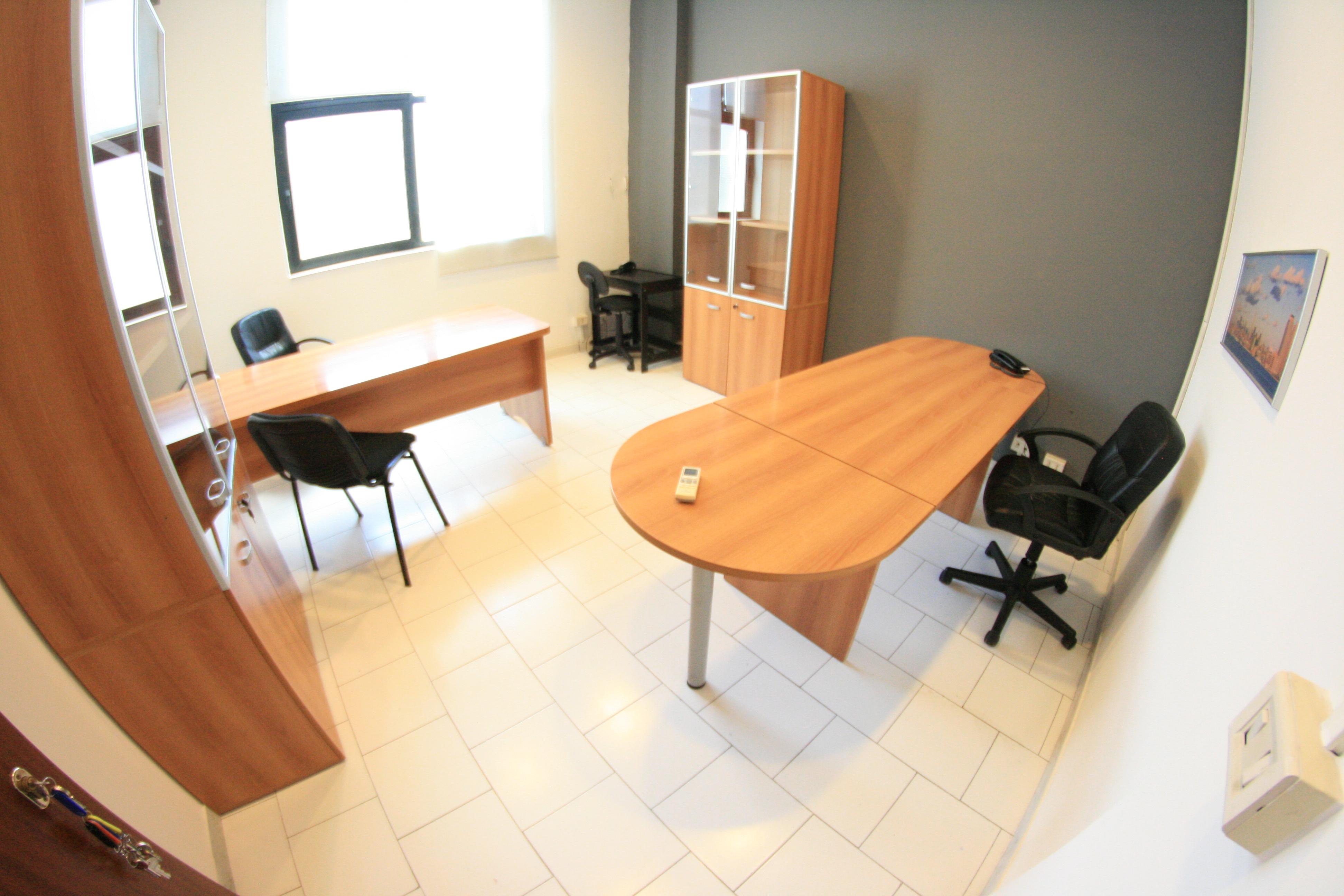 Napoli ufficio pronto arredato incluso fibra e posti auto