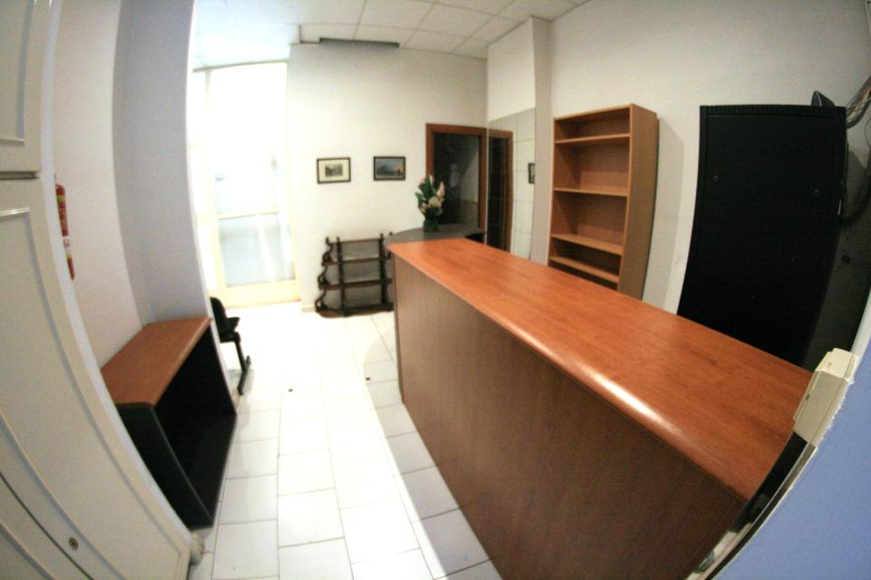 Casalnuovo di napoli affitto ufficio arredato con posti for Design ufficio napoli