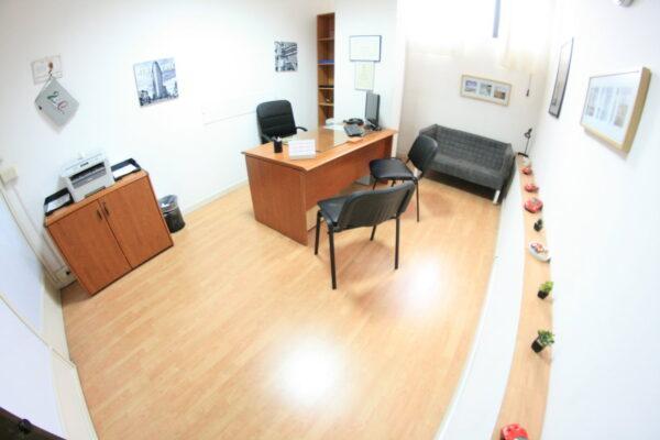 Affitto ufficio arredato Napoli con posti auto euro 149 mese