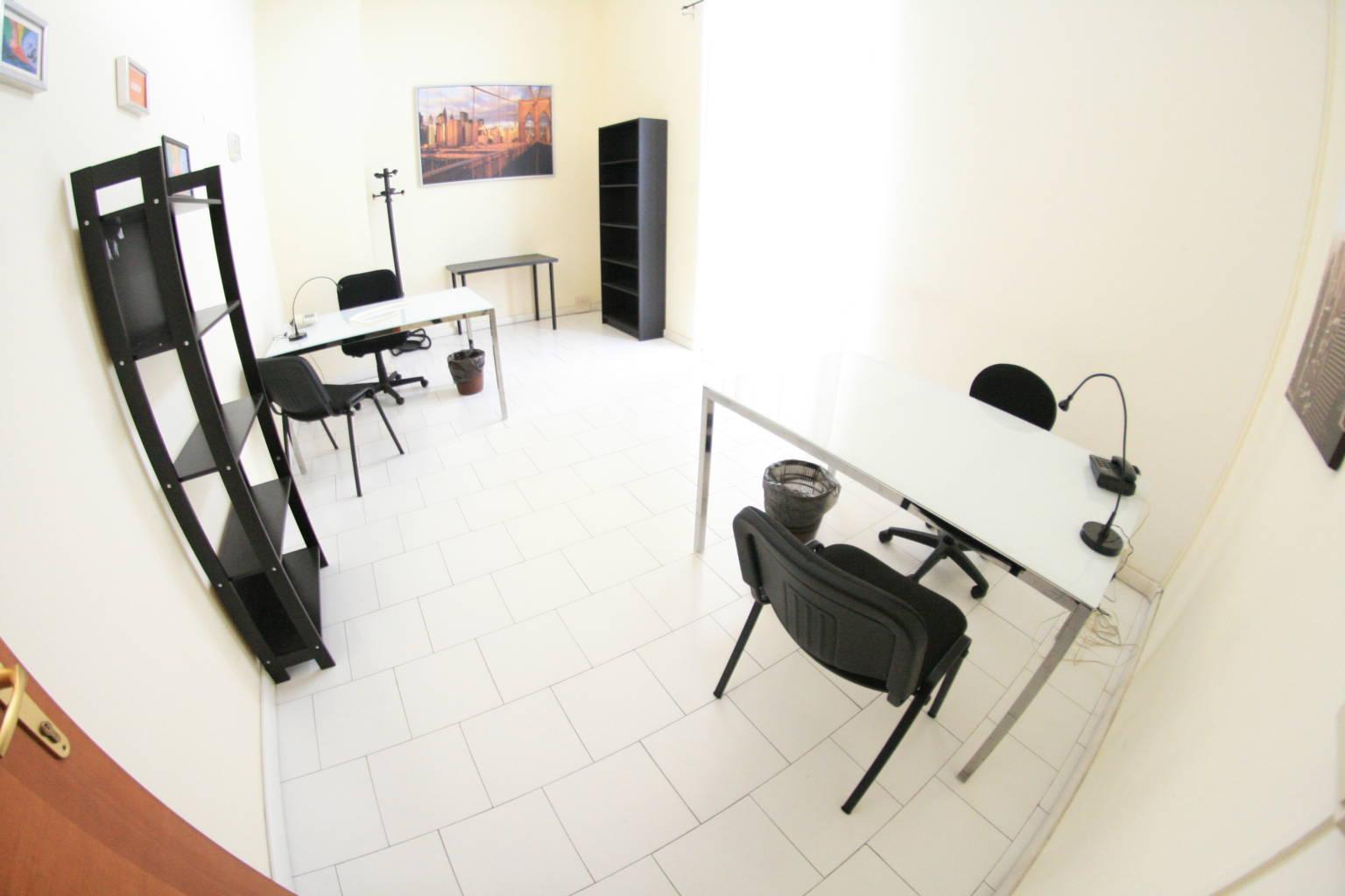 Napoli affitto locale attrezzato pronto all'uso con parcheggio €200 mese